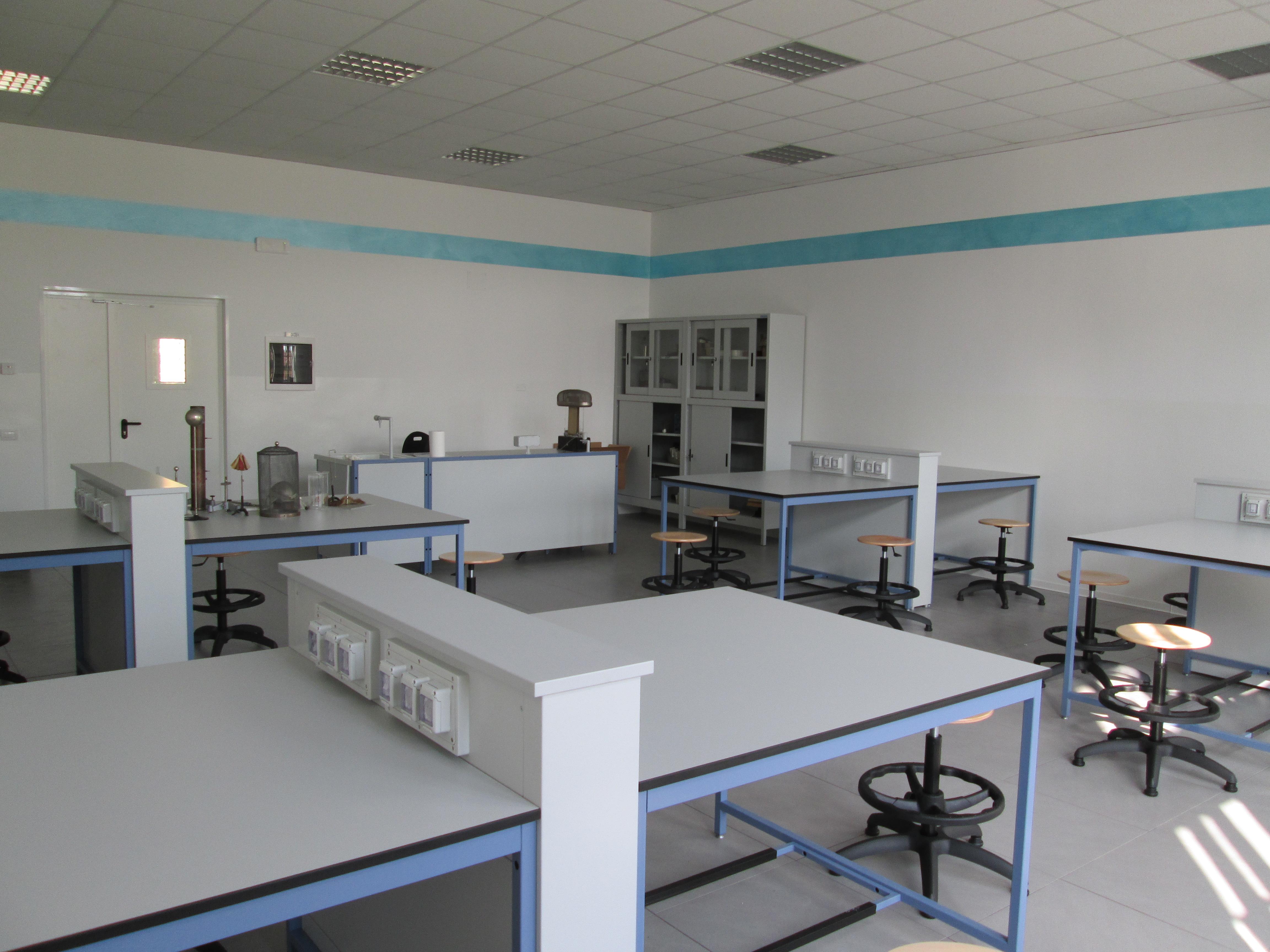 Talassi arredamenti arredamenti tecnici modulari ed for Arredi da laboratorio